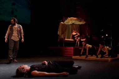 Hamlet  (Retrato de familia)
